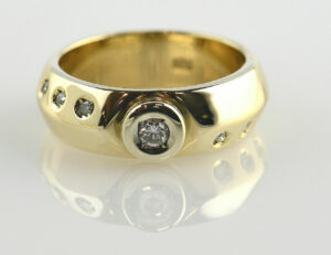 Diamant Solitär Ring 585 14 K Gelbgold 7 Brillanten zus. 0,19 ct