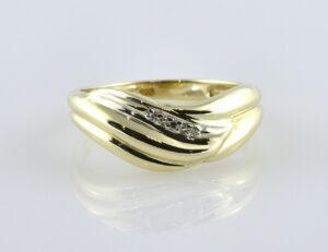 Diamantring 333/000 8 K Gelbgold 3 Diamanten zus. 0,05 ct