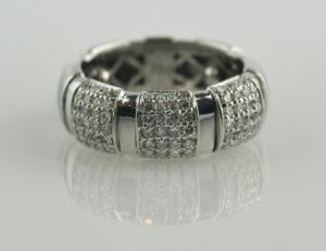Diamantring 750/000 18 K Weißgold 84 Brillanten zus. 0,50 ct