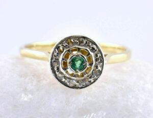 Smaragd Ring 585/000 14 K Gelbgold, 10 Diamantrosen zus. 0,10 ct