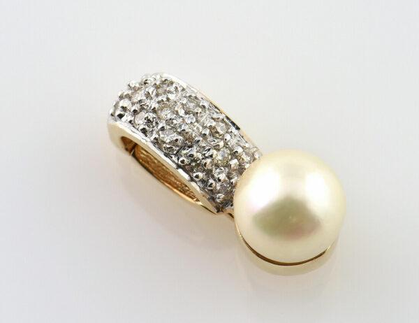 Anhänger Akoyaperle 585/000 14 K Gelbgold 15 Diamanten zus. 0,16 ct