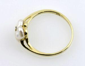 Ring Zuchtperle 333/000 8 K Gelbgold, 1 Diamant 0,02 ct