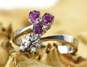 Rubin Diamantring 585/000 14 K Weißgold 6 Brillanten zus. 0,09 ct