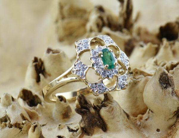 Smaragd Ring 585 14 K Gelbgold, 30 Diamanten zus. 0,25 ct