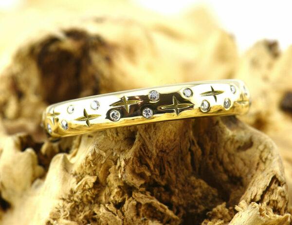 Diamantring 585 14 K Gelbgold 28 Brillanten zus. 0,14 ct