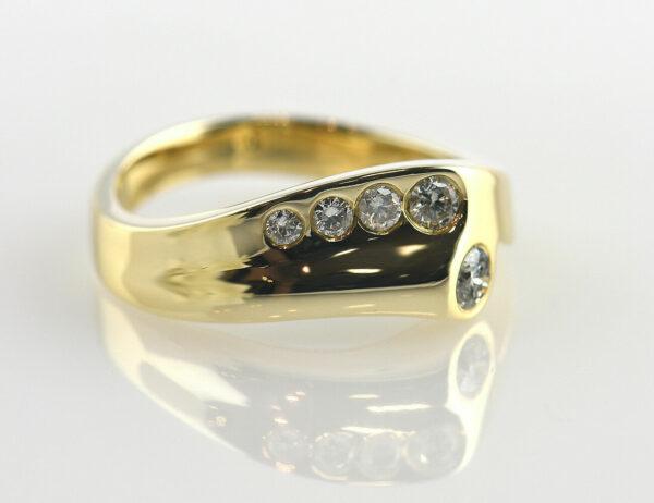 Diamantring 585 14 K Gelbgold 5 Brillanten zus. 0,25 ct