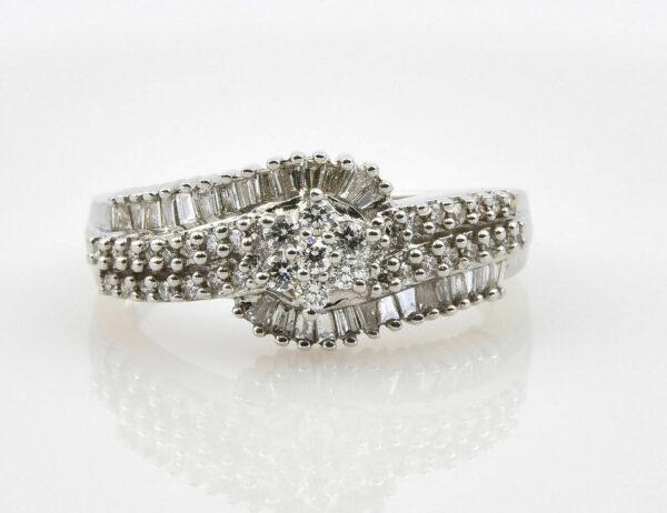 Diamantring 750/000 18 K Weißgold 67 Diamanten zus. 0,85 ct