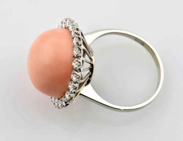 Ring Koralle 750/000 18 K Weißgold 23 Brillanten zus. 1,00 ct