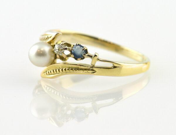 Ring Saphir, Perle, Diamant 585/000 14 K Gelbgold, 2 Diamanten zus. 0,10 ct