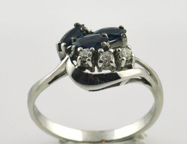 Saphir Diamantring 333 8 K Weißgold 3 Brillanten insgesamt 0,07 ct