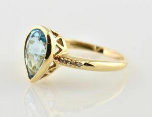 Ring Topas 750/000 18 K Gelbgold 6 Diamanten zus. 0,06 ct
