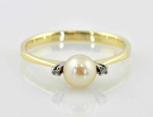 Ring Zuchtperle 585/000 14 K Gelbgold, 2 Diamanten zus. 0,02 ct