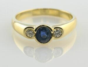 Saphir Diamantring 750 18 K Gelbgold 2 Brillanten zus. 0,12 ct
