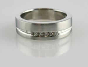 Diamantring 750/000 18 K Weißgold 5 Brillanten zus. 0,10 ct