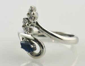Saphir Diamantring 585/000 14 K Weißgold 4 Brillanten zus. 0,08 ct