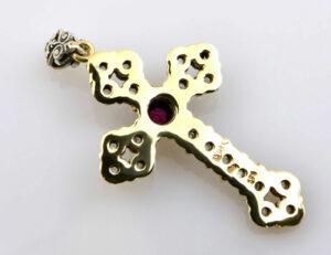 Anhänger Kreuz 585 Gelbgold, 800 Silber, Rubin, 20 Diamantrosen zus. 0,20 ct