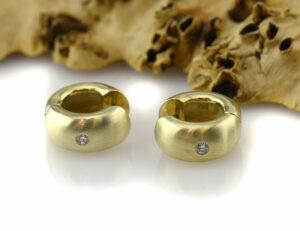 Creolen 585 14 K Gelbgold 2 Diamanten zus. 0,09 ct