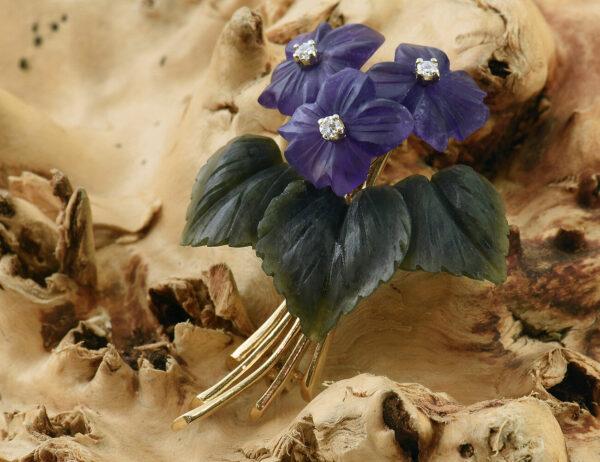 Brosche 585 14 K Gelbgold Jade, Amethyst mit 3 Brillanten zus. 0,06 ct