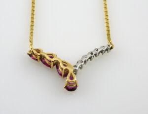 Collier 585/000 14 K Gelbgold, Rubin, 7 Diamanten zus. 0,10 ct, 44 cm lang