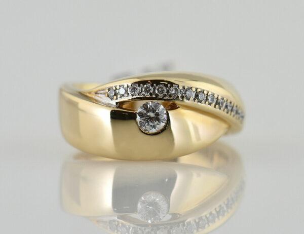 Diamant Ring 585/000 14 K Gelbgold 15 Brillanten zus. 0,30 ct