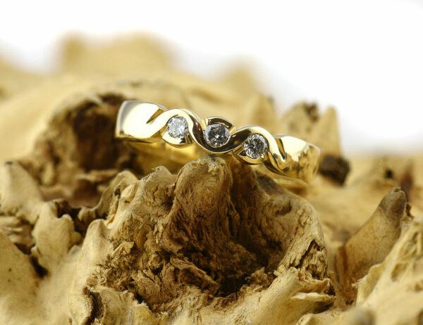 Diamantring 585 14 K Gelbgold 3 Brillanten insgesamt 0,21ct
