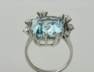Ring Aquamarin 750 18 K Weißgold 7 Brillanten zus. 0,55 ct