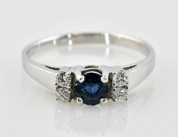 Saphir Diamantring 585/000 14 K Weißgold 4 Brillanten zus. 0,16 ct