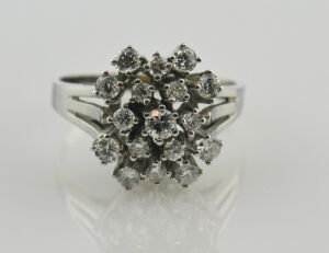 Diamantring 585/000 14 K Weißgold 17 Brillanten zus. 0,85 ct