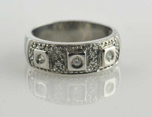Diamantring 585/000 14 K Weißgold 23 Brillanten zus. 0,20 ct