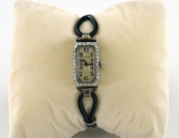 Pirks Art Deko Damenuhr Handaufzug 950/000 Platin 30 Diamanten zus. 1,35 ct