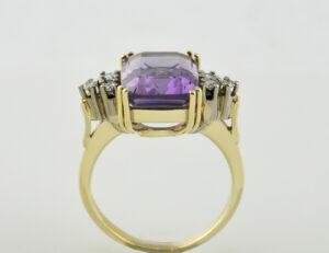 Ring Amethyst 585 14 K Gelbgold 6 Diamanten zus. 0,18 ct