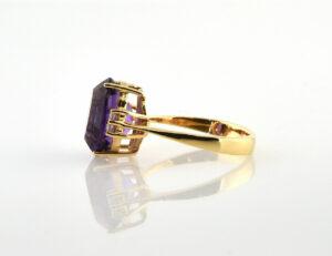 Ring Amethyst 750/000 18 K Gelbgold 4 Brillanten zus. 0,08 ct