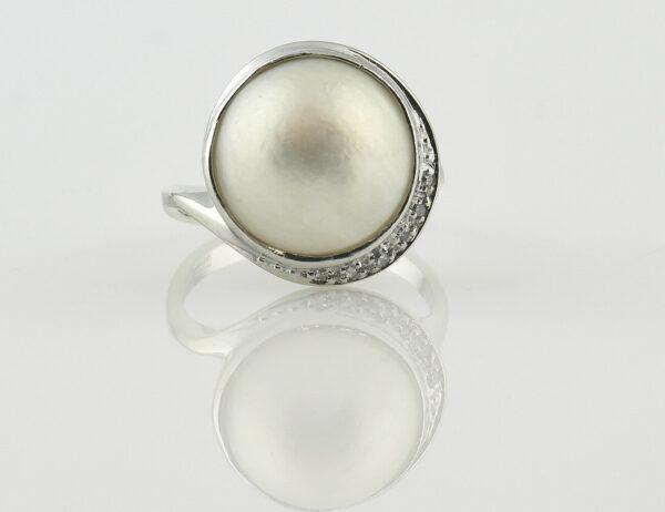 Ring Mabe´perle 585/000 14 K Weißgold, 6 Diamanten zus. 0,05 ct
