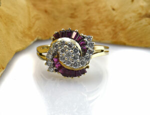Rubin Diamantring 585/000 14 K Gelbgold 19 Brillanten zus. 0,55 ct