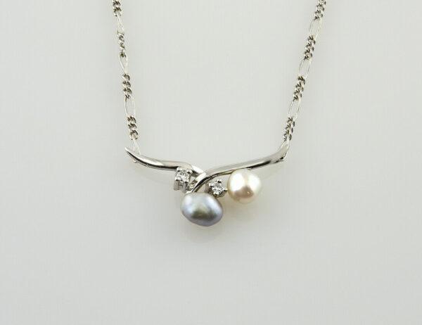 Collier 585/000 14 K Weißgold, Zuchtperlen, 2 Diamanten zus. 0,05 ct