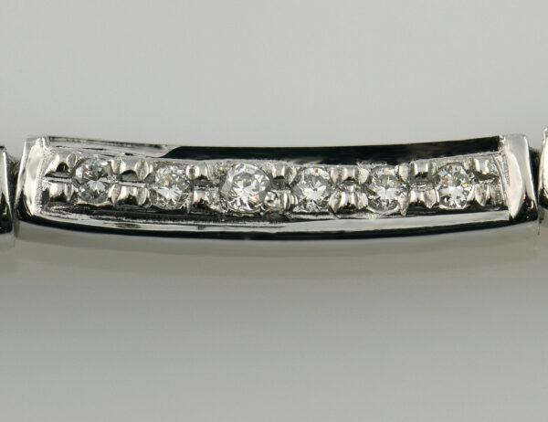 Collier 750/000 18 K Weißgold, 24 Diamanten zus. 0,15 ct, 42 cm lang