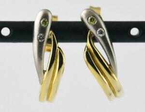 Ohrringe Stecker Halbcreolen 750/000 18 K Gelbgold, 4 Brillanten zus. 0,05 ct