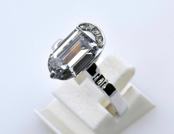Ring Aquamarin 750/000 18 K Weißgold 3 Brillanten zus. 0,05 ct