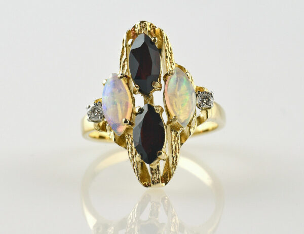 Ring Opal Granat 585/000 14 K Gelbgold, 2 Diamanten insg. 0,08ct