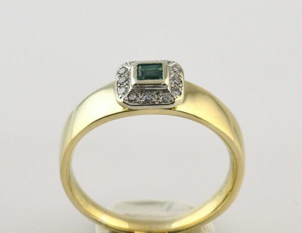 Smaragd Ring 750/000 18 K Gelbgold, 12 Brillanten zus. 0,10 ct