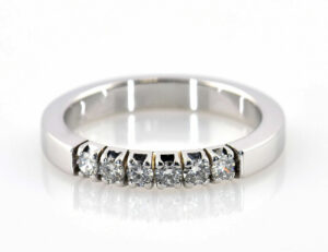 Diamantring 750/000 18 K Weißgold 6 Brillanten zus. 0,25 ct