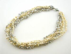 Perlenkette fünfreihig, 49 cm, 750/000 18 K Weißgoldschließe mit Tahitiperle