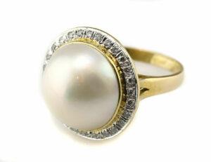 Ring Mabe´perle 585/000 14 K Gelbgold, 28 Diamanten zus. 0,25 ct
