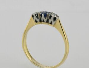 Ring Saphir 750 Gelbgold / 950 Platin 2 Diamanten zus. 0,04 ct