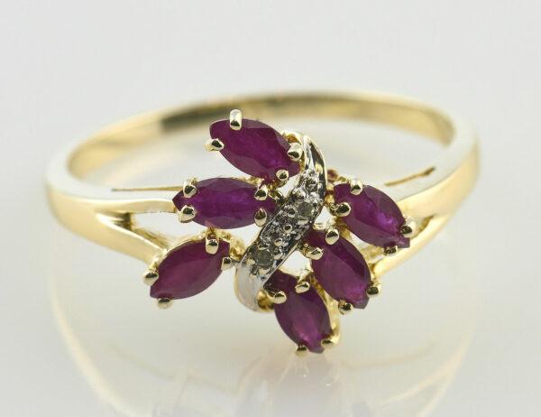 Rubin Diamantring 585/000 14 K Gelbgold 2 Diamanten zus. 0,01 ct