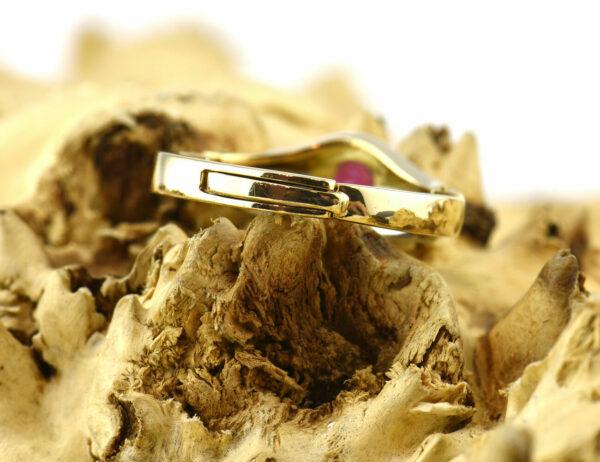 Rubin Ring 750 18 K Gelbgold, 2 Diamanten zus. 0,03 ct