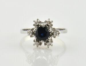 Saphir Diamantring 333 8 K Weißgold 6 Diamanten zus. 0,06 ct