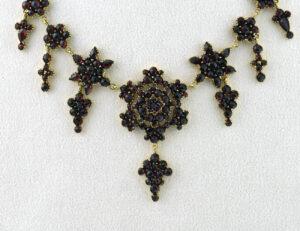 Wunderschönes Anikes Granat Collier aus Böhmen Tombak ca. 1860, 46 cm lang